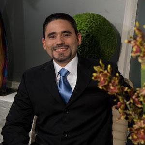 Dr. Víctor Carlos Pou López